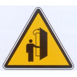 Panneau danger ouverture de porte vers vous