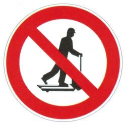 Panneau interdiction de circuler sur un transpalette